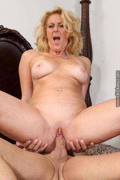 Sexy blonde milf dana devine anal fucking