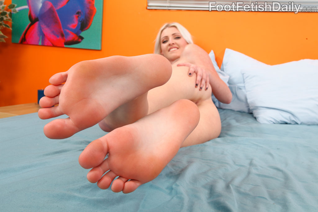 Smooth feet fetish