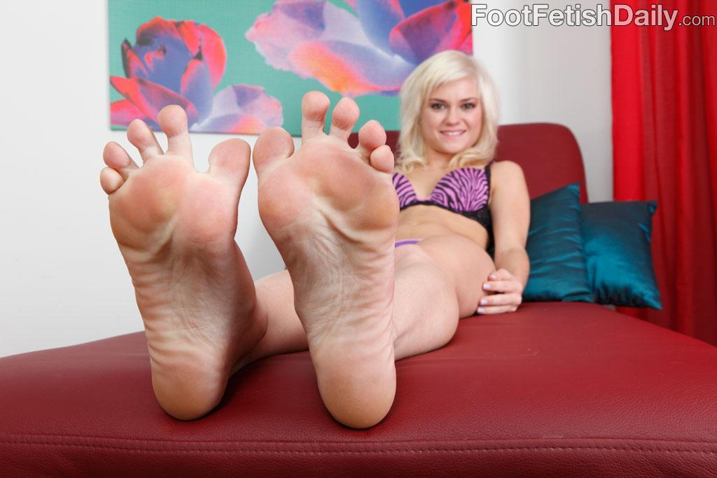 Girl nude sexi feet fatt