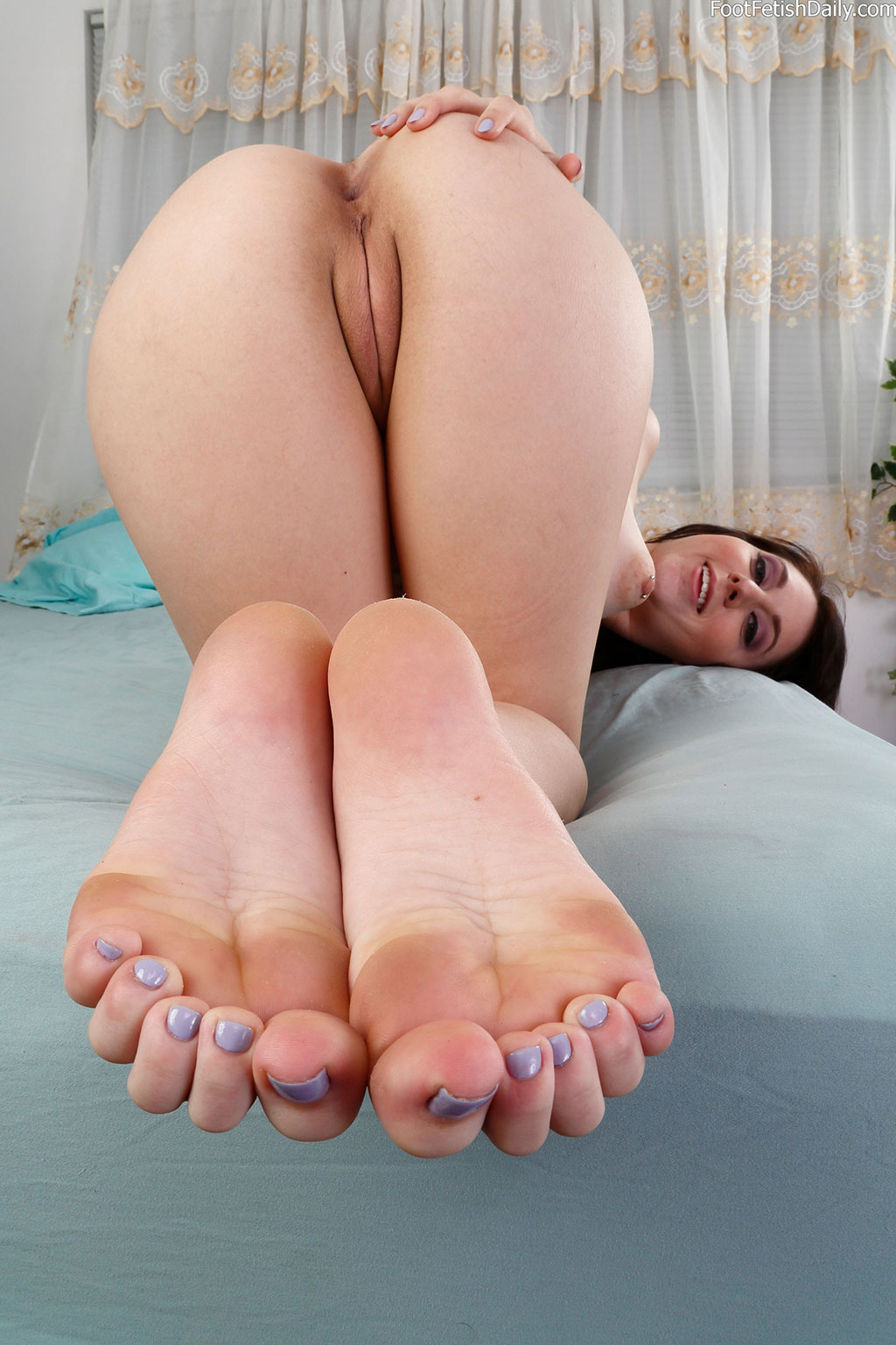 Luna teases with her sexy feet and nice shaved pussy ...