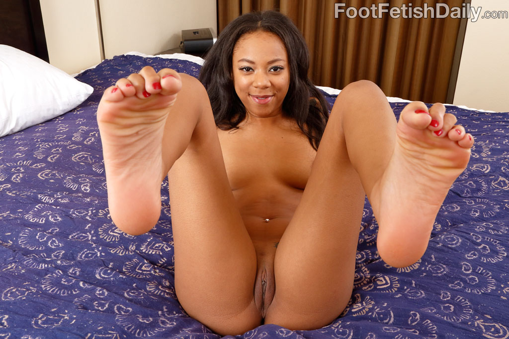 black feet and pussy Foot long black dick travels in the pussy and butt hole of Marie Luv.