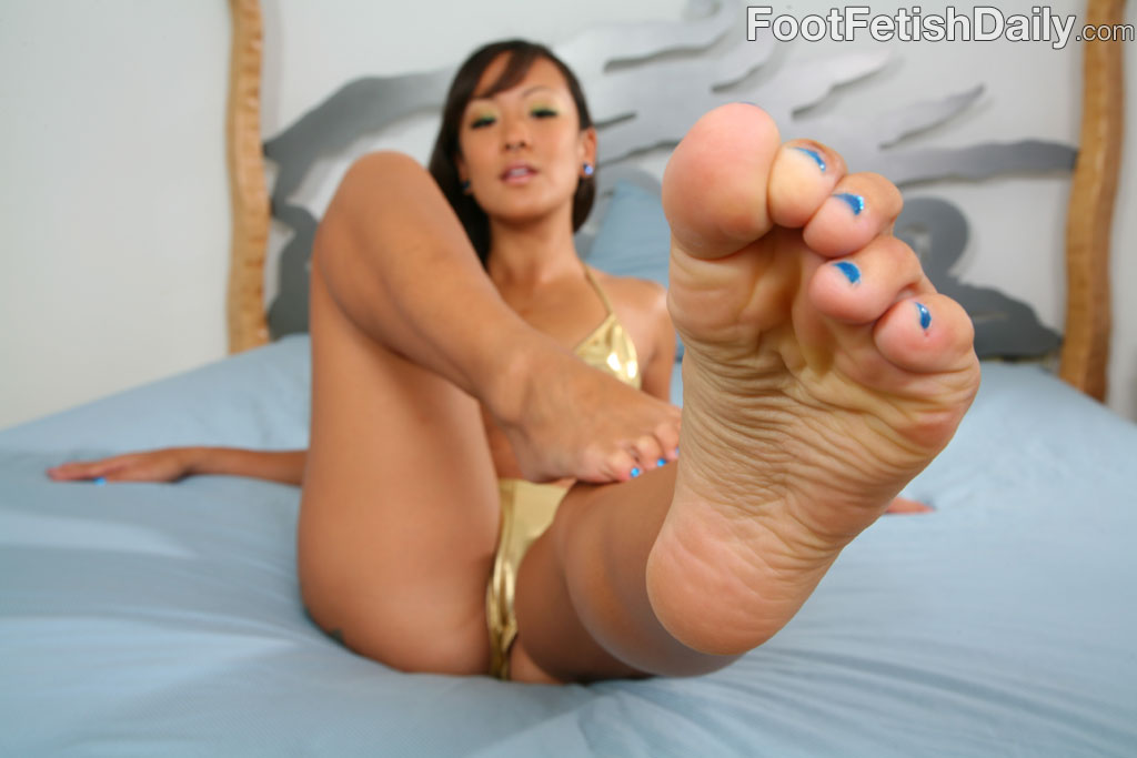 Chinese fetish woman