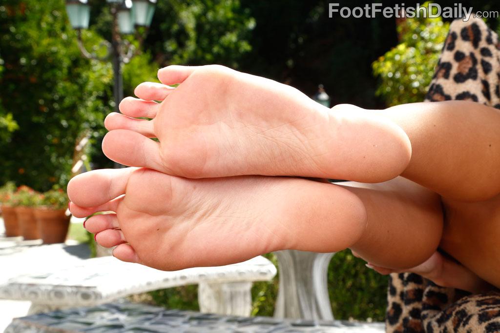 Emma hix gives boyfriend lovely footjob with pretty feet 7
