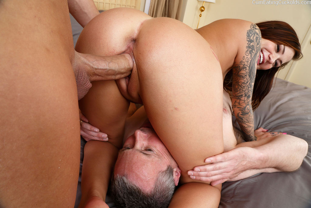 Licking pussy while it gets fucked